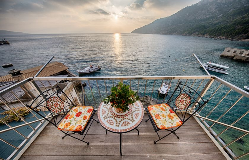 78281334a6e Bohatší Češi víc myslí na důchod. Pořizují domy u moře i v Alpách ...