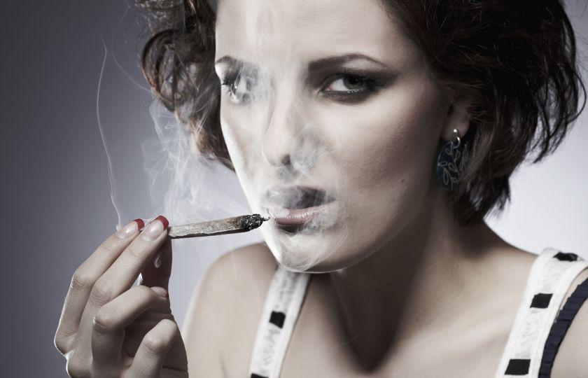 odvážné kouření horké bikiny lesbické porno