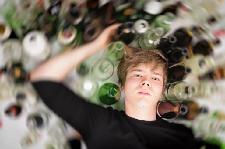 přestaň chodit s alkoholikem nejprve připojte zem nebo pozitivní