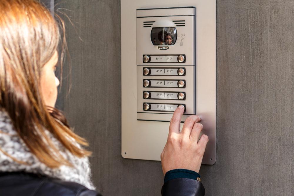 Proč jsou bezpečnostní zvonky s kamerami vlastně nebezpečné