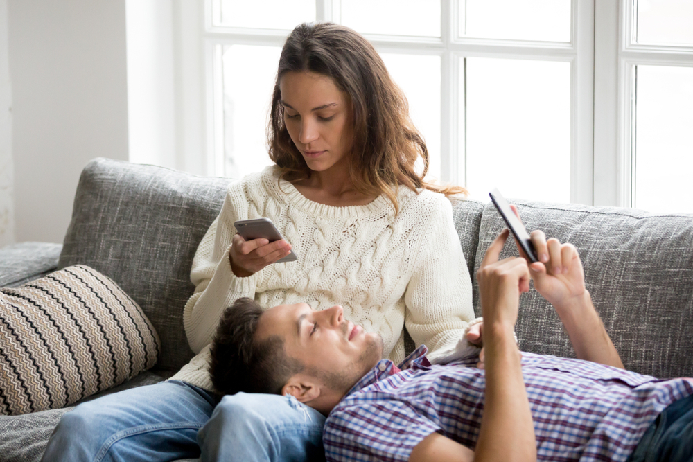 Šest způsobů, kterými sociální média ničí naše přátelství