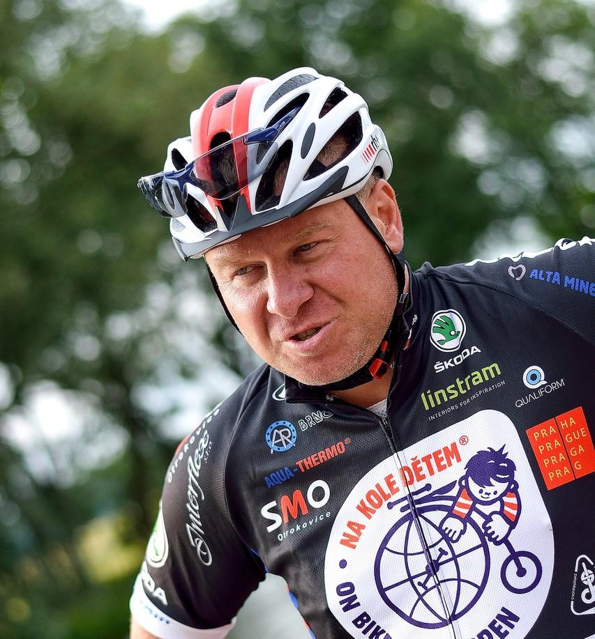 1400 km na kole českou krajinou. Na pomoc dětem s rakovinou