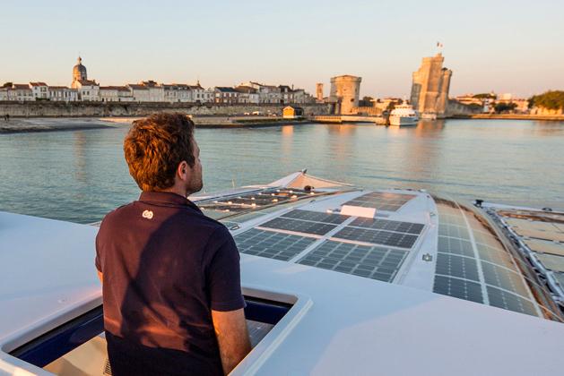 Katamarán na cestě kolem světa pohání vítr, solární energie a vodík