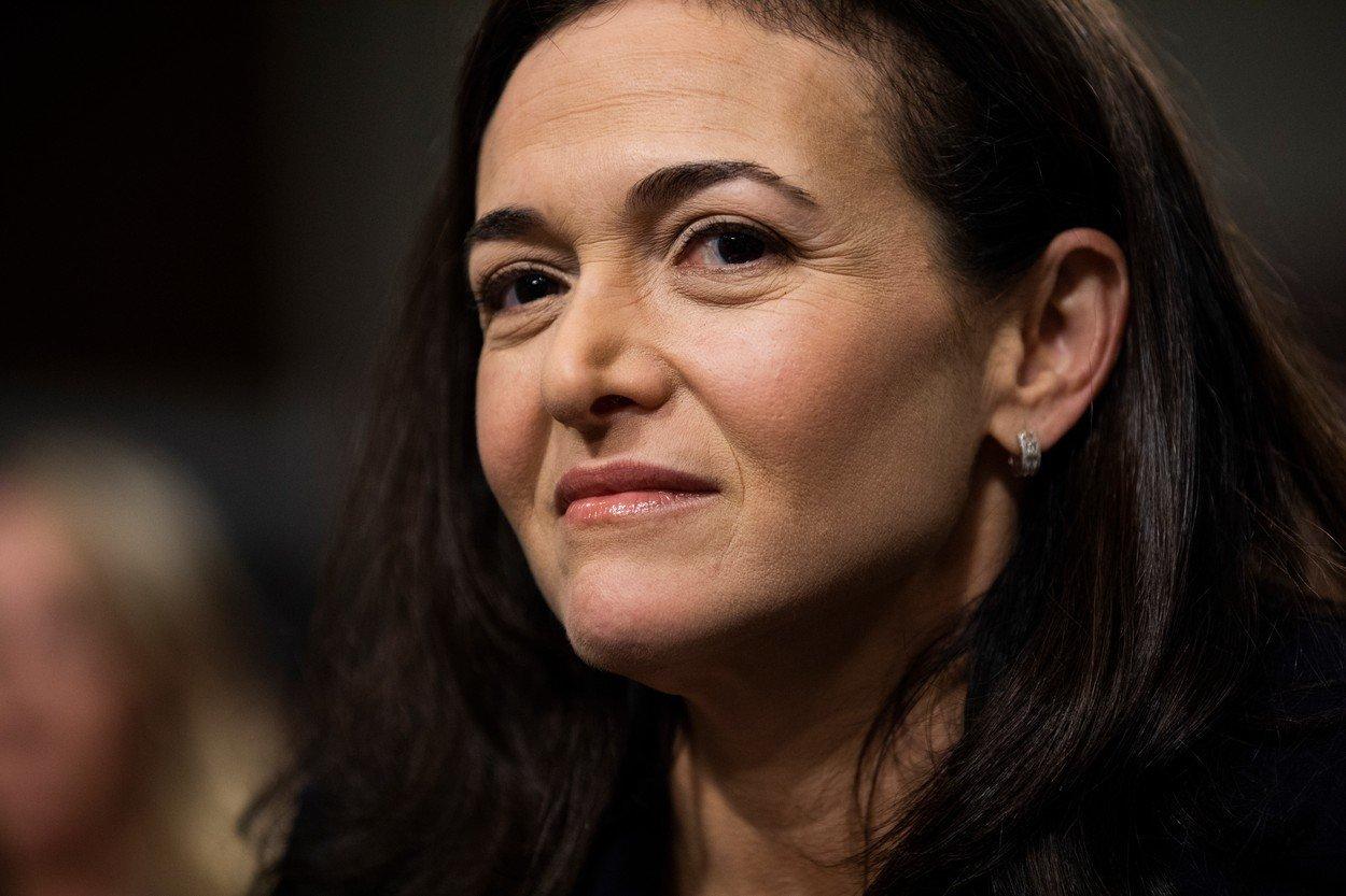 Jděte si za svým, krvelačně a bez skrupulí, vzkazuje ženám Sheryl Sandbergová