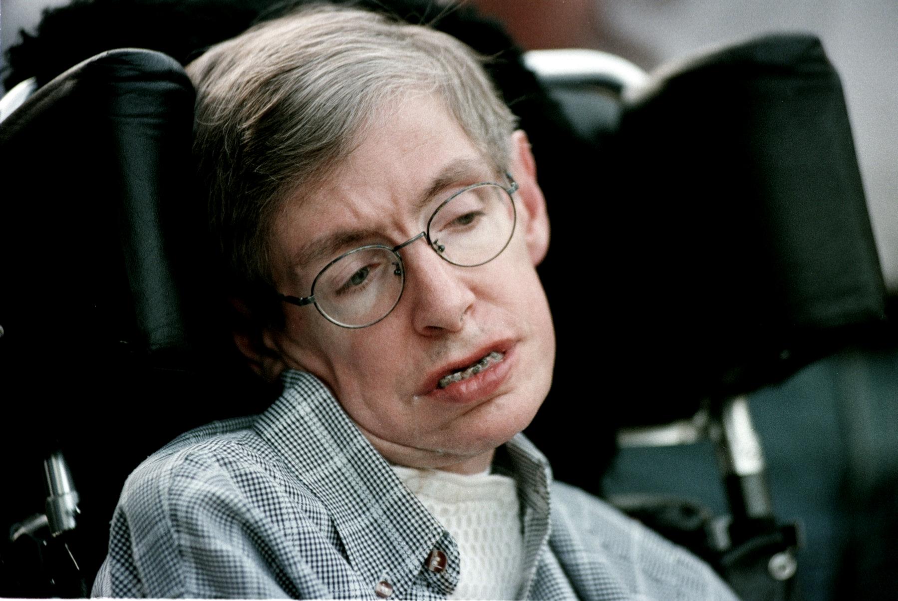 Naplní se poslední vzkaz Stephena Hawkinga? Prý nás zničí superlidé