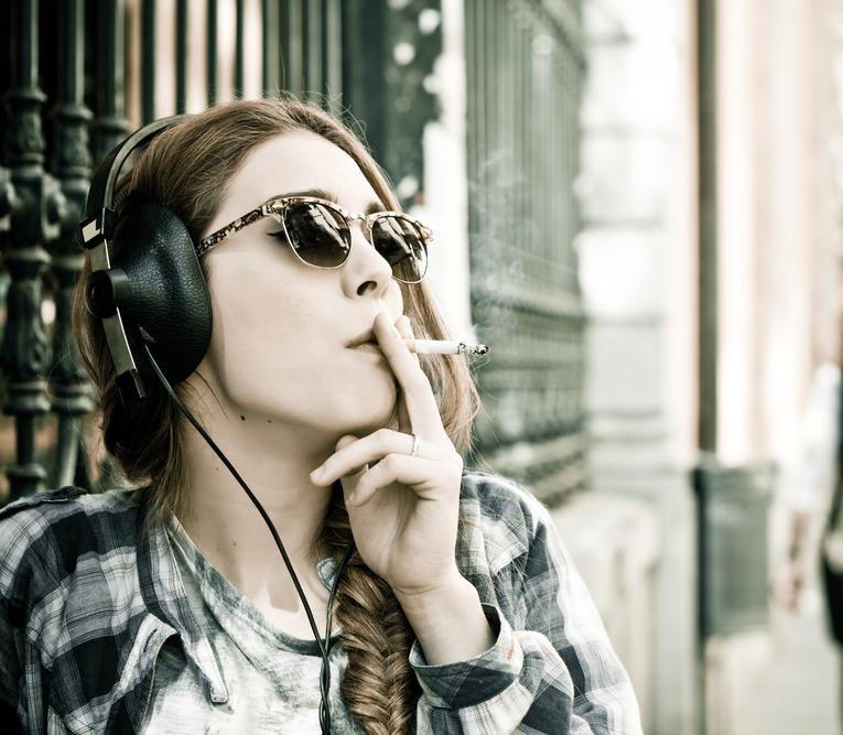 Dospívající milovníci adrenalinu jsou náchylnější ke kouření