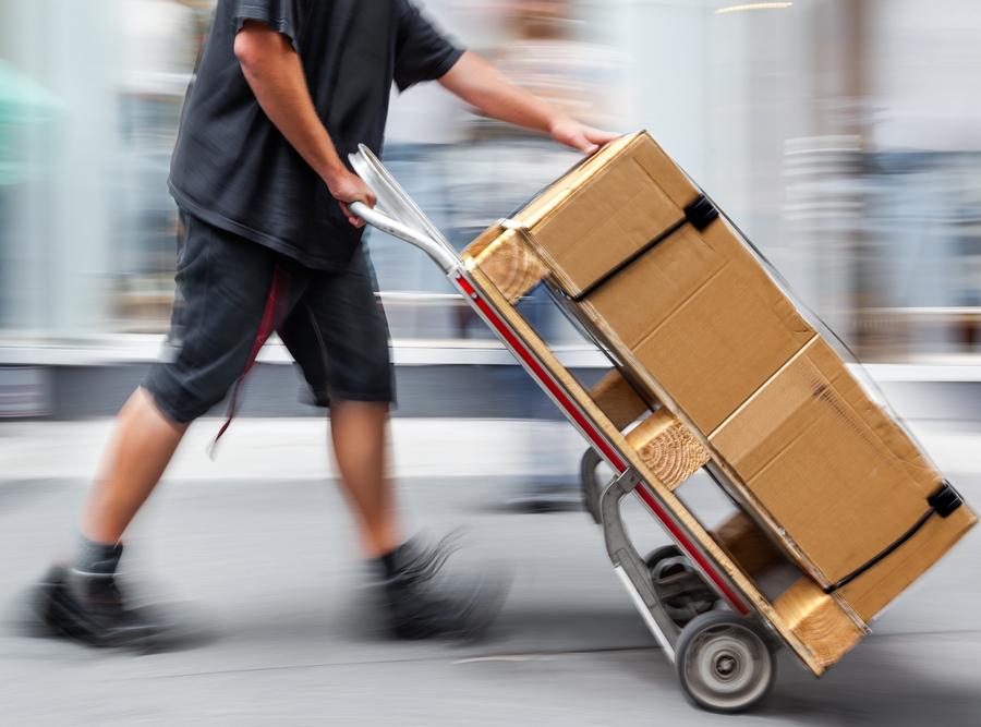 Nechám si to dovézt: Ulice měst ucpává i online nakupování
