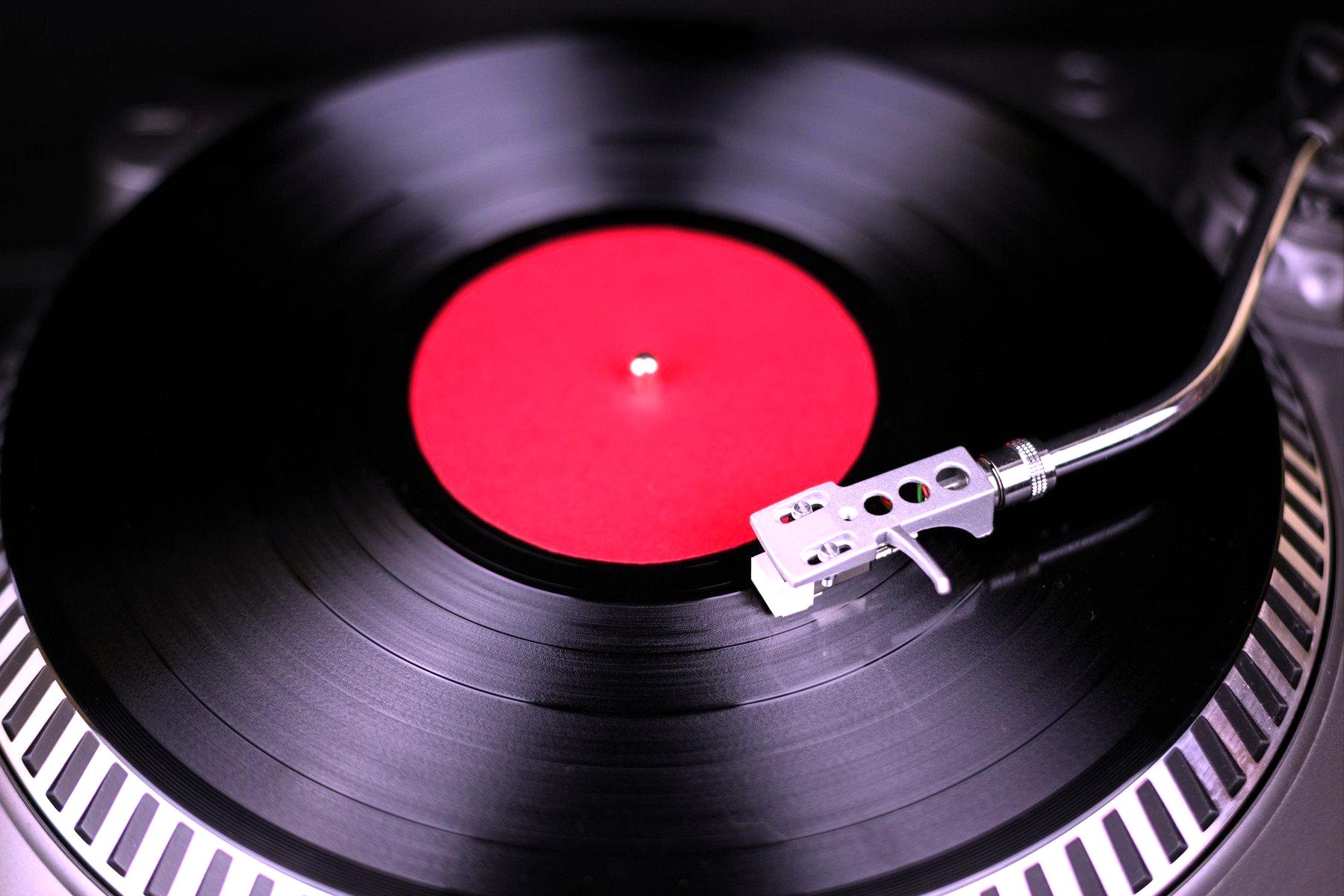 Po vinylových deskách je takový hlad, že je nemá kdo lisovat