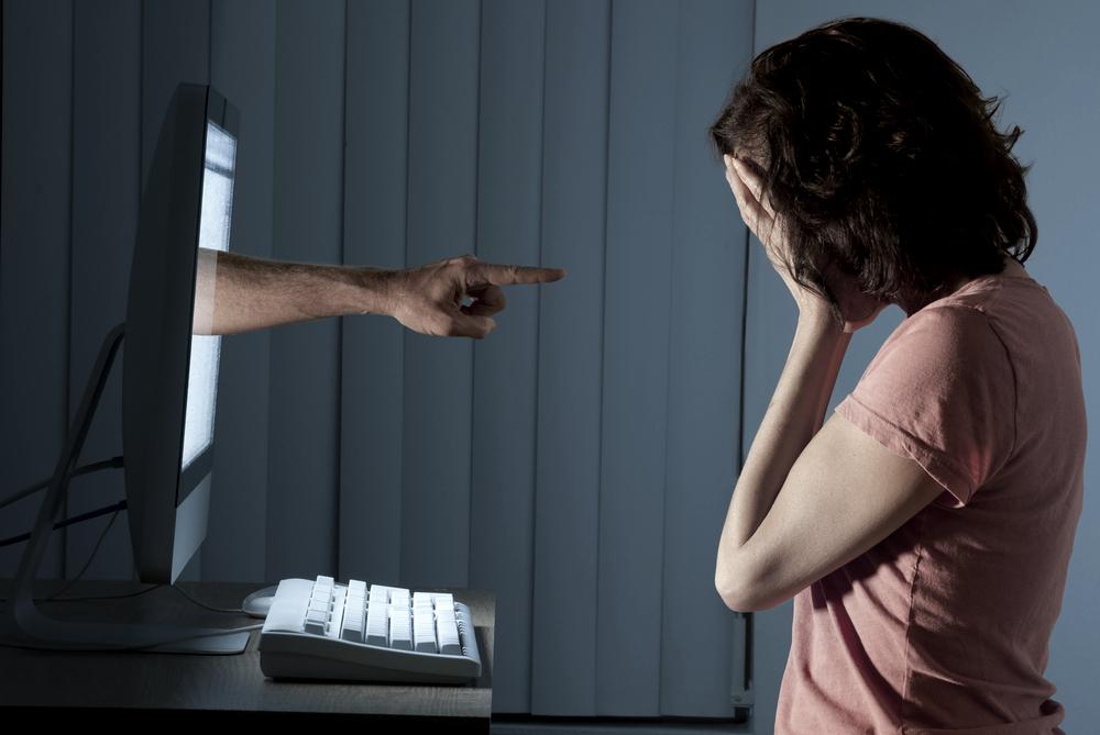 Šikana se ze škol přesouvá na internet. A inspiruje ostatní