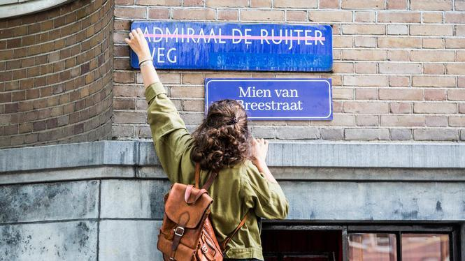 Guerillová feministická skupina přejmenovává ulice po slavných ženách