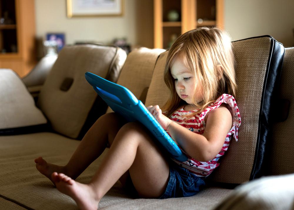 Displeje ničí dětské mozky. Škodí jim už dvě hodiny denně