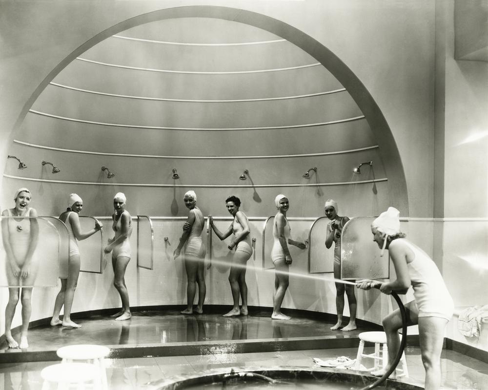 Historie sprchování: Sloužilo i jako léčba pro choromyslné