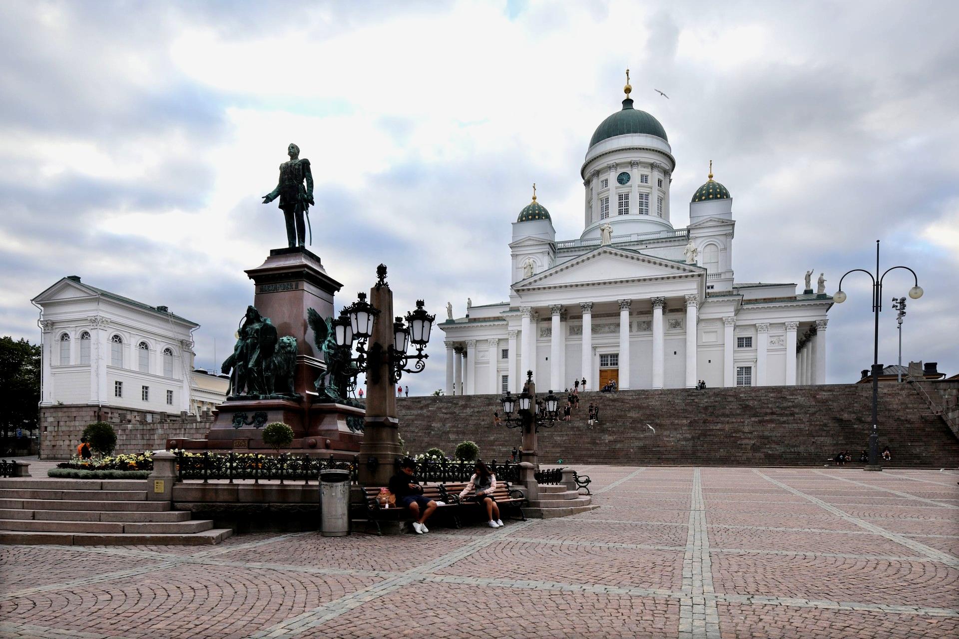 Finsko na věčné cestě mezi Západem a Východem