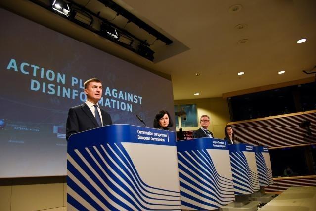 Brusel vzkazuje sociálním sítím: zlikvidujte ruské trolly!